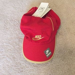 NWT-Nike active hat